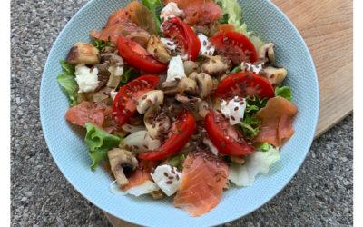 Salade complète à la truite fumée